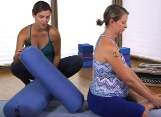 5 Pregnant Yoga Poses